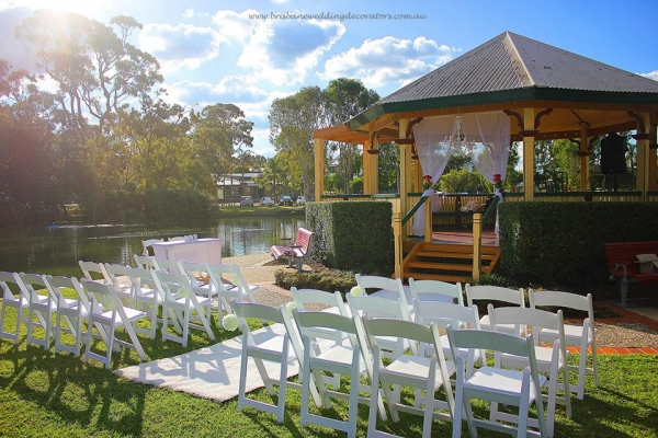 Einbunpin Lagoon wedding Sandgate