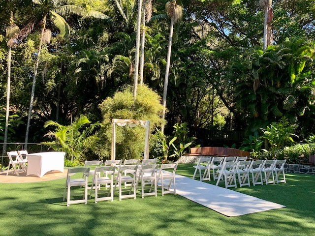 Mt Coot-tha wedding photos Palm Tree Lawn